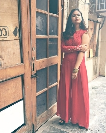 THE SHADE OF RED  Go check it out! Link in my bio 💃🏻 • • • #indianfashionblogger #OOTD #indianfashionbloggercommunity #fblogger #fblog #fblogging #blogging #blogger #bloggerlife #Roposo #Soroposo #Roposotalk #Roposolove #teenfashionblogger #teenfashion #popxo #popxodaily #womenwithstyle #ethnics #blogpost #bloggerfashion #ethnicwear #fusion #likeforlike #followme #likeforfollow #like4like #tagsforlikes