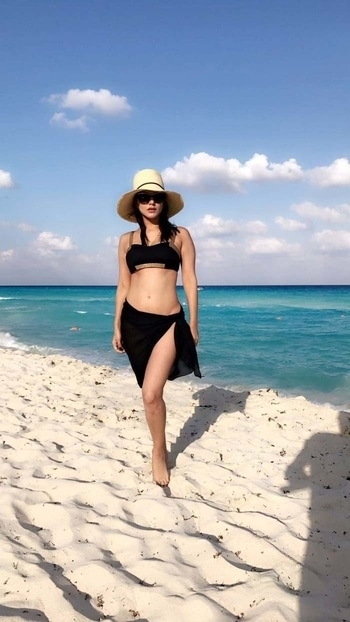 hot look of Sunny  Leone //:the black sunnies and the hat enhancing her look #