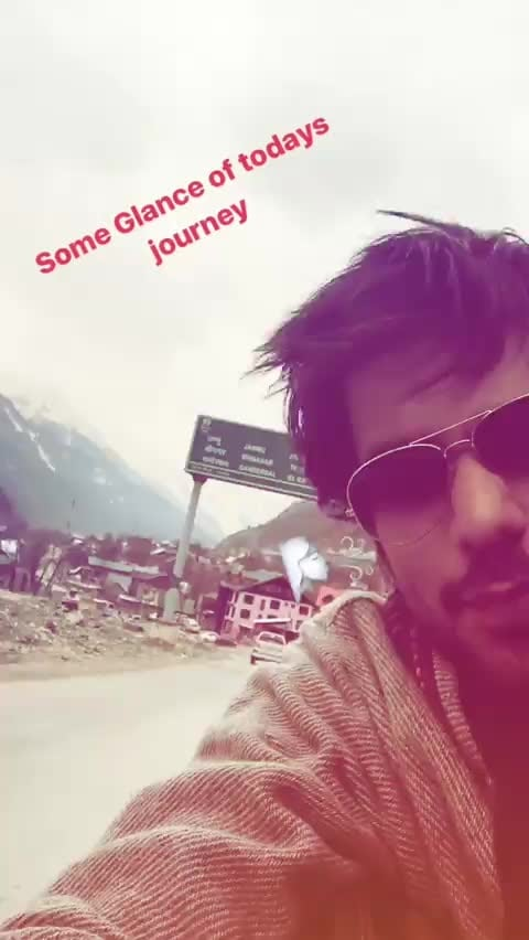 #kashmirdiaries #2ndday #handsome_hunk @manishgoplani9 #journey #2k17 🏔🗻