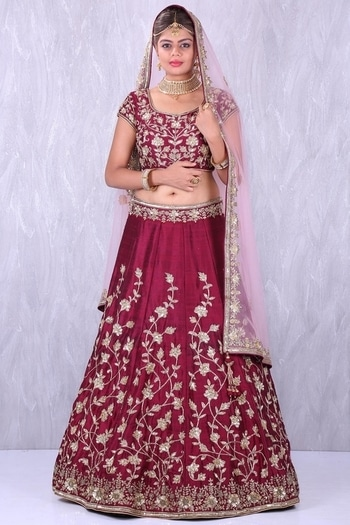 Embroidered lehenga from Samyakk! Click here to buy online - https://www.samyakk.com/lehenga  #roposolove #ootd #saree #lehenga #sherwani #kurti #trendalert #samyakk #indianfashion #ethnicwear #salwar #fashionista #fashionblogger #indianfashionblogger  #celebrityfashion #style #outfitidea #bangalore #NewCollection #LakmeFashionWeek  #Fashion #WomensFashion #IndianBride #IndianWeddings #Designer