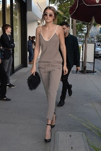 Gigi Hadid :her name describes it all.She is an inspiration to many.Her face,looks,body makes her a perfect fashion icon.Hadid,the supermodel from LA celebrated her 22nd birthday about a day ago.She has intact knowledge of fashion & never disappoint her fans by her outfit #rocknshop #thevisionaries
