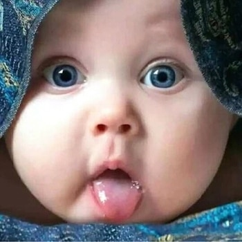 😘 cute baby with awesome blue eyes!!