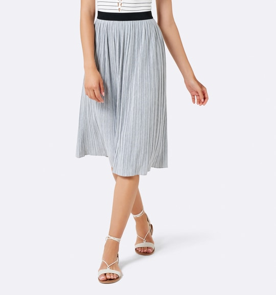 Wear this Camilla Jersey Pleated Midi Skirt for a beautiful finish to your day-time ensemble #forevernewstyle