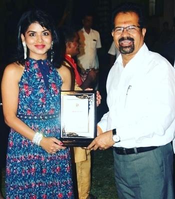 Hello !  I received the very prestigious BMC-  MAYOR OF MUMBAI's AWARD by the Mumbai Mayor Mr. Vishwanath ji Mahadeshwar and Rashmitai ji Thakeray for unique achievement in the field of Art ( Painting, Acting, Poetry and Dance)at the Mayor's Bungalow, Mumbai on monday, 24th April 2017   #rashmipitreArtist #rashmipitrepaintings #rashmipitreActor #rashmipitredancer #rashmipitrepoetess #theMayorAward #mumbaiMayor #womensday2017