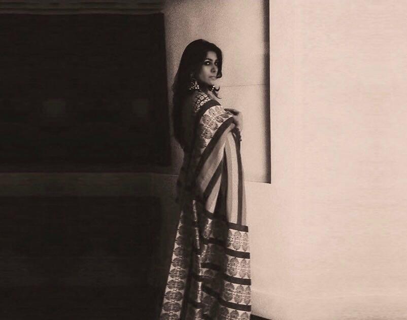Beautiful Ruchitra Malhotra Makhni in Borala Sarees for my blog #nineyardsofmysoul #blog #saree #sareelovers #sareeday #editorial #monotone