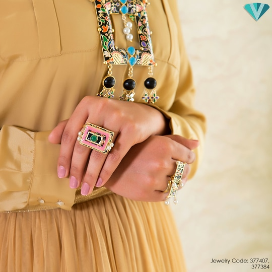 Firdaus! Our Kashmir inspired hand enamelled jewelry is just perfect for making a statement. Seen here: Firdaus Floral Block Double Finger Ring and Firdaus Floral Delight Designer Necklace Few pieces left. Order now to avoid heartbreak.💔  To order, click here: http://bit.ly/FIRDAUS