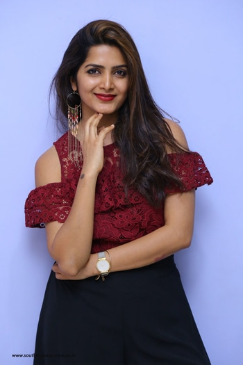 Pavani Gangireddy At 9 Movie Teaser Launch http://www.southindianactress.co.in/telugu-actress/pavani-gangireddy/pavani-gangireddy-9-movie-teaser-launch/ #pavanireddy #pavanigangireddy #southindianactress #teluguactress #maroontop