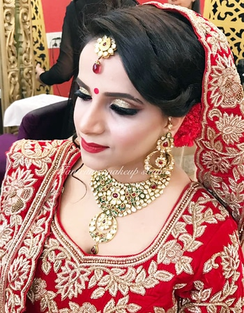 Simple Yet #Glamorous 😍 Be The #Showstopper Of Your #Wedding With Makeovers By Tantrums Makeup Studio , Your Destination For #Fabulous Party & Bridal Makeovers ✨ Hairdo and Stying By : Mayank D Batra Makeup By : Ratika Vaish #TantrumsStudio #TantrumsMakeupStudio #PatelNagar #RatikaVaish #MayankDBatra #InternationalStyle #LuxuryMakeovers #BridalMakeovers #PreBridal #EngagementLook #BridalExpert #MUA #WeddingMakeup #AllThingsBridal #WeddingHair #BridalHair #IndianWedding