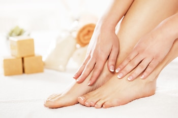 #ProTip Beauty: Instant Pedicure  The heat and dust affect your feet and makes them dull and rough. Cut a raw potato in half and sprinkle some salt on it and rub it all over your feet. This is a great way to exfoliate and soothe the feet, while getting rid of dead skin.  For professional help with your beauty routine, book salon at home services from UrbanClap by clicking on the link in bio!  #MakeLifeSimple #beauty #instabeauty #skin #skincare #flawless #flawlessskin #softskin #skintips  #clean #cleansing #manicure #pedicure #feet #happyfeet #exfoliate #salonathome #pamperyourself
