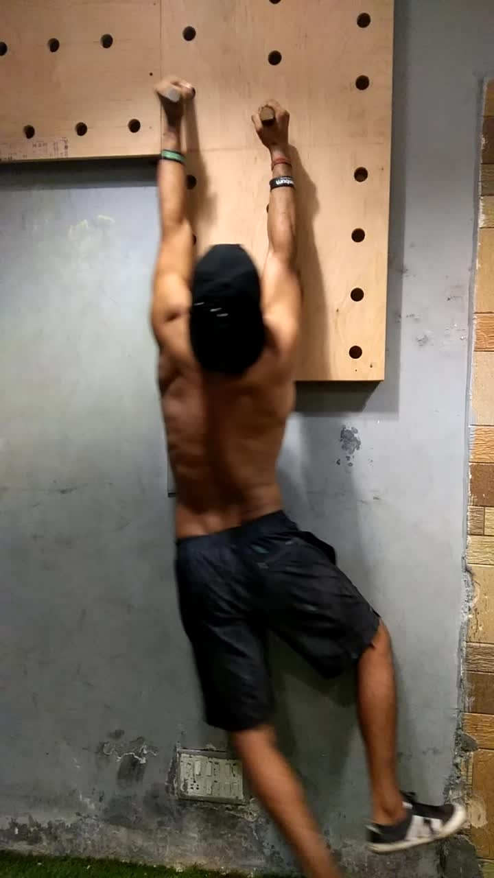 wall climbing  #crossfit #gym #workout #ninja #ninjawarrior #training #calisthenics  #lifestyle #fitness #stayfit #roposo #fitlife #stayhealthy #healthylife  #bodyweight #bodyweighttraining  #life #healthy #motivation  💪
