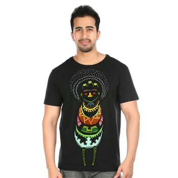The aboriginal African art lends itself to uniquely fused colors especially on black cloth. Here, we have neon colors doused liberally over the T-Shirt with the artist's impression of how an african ghost would look replete with all the regalia that the war lord wears.  #tshirt #handpainted #handpaintedtshirts #tribaart #ootd #fashionblogger #roposo #rocknshop #love #roposolove #fashion #styles #menonroposo #soroposo #handcrafted #madewithlove #be-fashionable #pulpypapaya