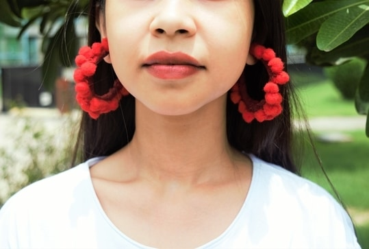 Diy hoops Pom pom,tassel,or fringe detailed accessories have always been a fun value addition to one's outfit and gives you a street or bohemian touch. Let's have a look at this simple and easy diy that you can try at home.Perhaps, monsoon is here and you can try these fun diy earrings at home and rock your street style look. #pompom #pompomearring #hoops #diy #diyearrings #danglers #jewellery #soroposo