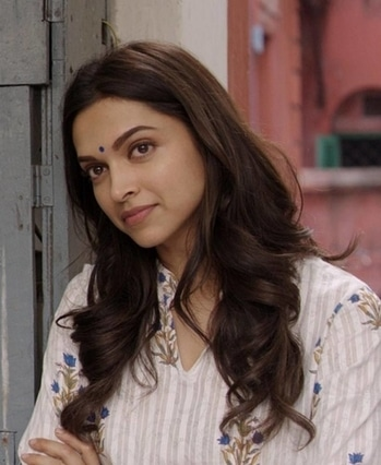 5 reasons why we absolutely love Deepika Padukone  Deepika Padukone has come a long way in the journey of becoming one of Bollywood's topmost heroines. She is the leading lady of Bollywood in this era. The Mastani is like the Golden Girl of Bollywood, achieving success with every project she does. And the best part is she knows how to woo the audience, either be it with her performances or style statement. Everything about this lady is being loved by the audience. They are head over heels in love with the Leela of Bollywood. and that's why we are listing out the reasons that has made us go gaga over her.   1.Deepika has a very friendly personality and a well sorted out persona. She is a very compatible person to be with. She makes everyone feel comfortable around her and has many friends in B-town.  2.Deepika is a dedicated professional. She doesn't let her personal life impact her professional life. Not all the actors have this ability to dissociate their personal equations with their professional lives, but Deepika has once learnt from her mistakes and is wise enough not to make such blunder again. Her chemistry in the movie Yeh Jawaani Hain Deewani and Tamasha with her former beau was very impressive. This shows the maturity of the actress.    3.Deepika, being from a family having sports background, is very disciplined in her life. A pretty planner, Deepika leads an independent and disciplined life and is quite proud of her multi-tasking skills. She never tags along her parents for anything and does all the household chores all by herself without any interference.   4.Deepika has a very down to earth personality. Standing tall in an industry bursting with inflated egos or vain fashionistas, it's nice to witness Deepika Padukone's simple, steadfast values, grounded manners and accessible persona. She always takes criticism in her stride, acknowledges her limitations and strives to work hard at getting better. She handles praise with equal composure.  5.Deepika Pad