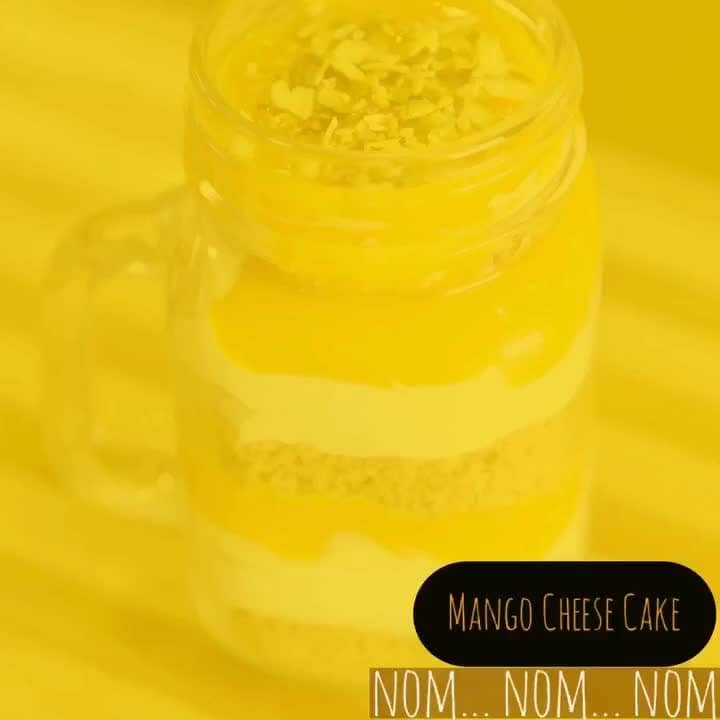 Two minute silence for those who don't like Mango.. 💋💋💋 Love M. #ChefMeghna #mangocheesecake #cheesecake #desserts #nomnomnom  #foodies