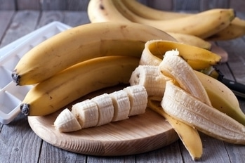Can banana be used for weight loss?  Are you on a diet and you're missing out on your favourite fruit banana? Then you absolutely need not worry as banana is healthy, nutritious and is high in fibre, but has low calorie. It is low in both fat and protein. There is a very common myth that eating bananas make you gain weight. But trust us, that's not true! Banana contains pectin which makes you feel full for a longer time. Banana has 105 calories, 27 grams of carbs, 3 grams of satiating fibre and 14 grams of naturally occurring sugar- these are the perfect host for a flat belly. Here we bring to you the reasons why banana should be used as a part of the weight loss programme.  1.Bananas are the perfect fitness fuel:  Most of the fitness experts agree that bananas are an ideal source of pre-and post-workout fuel. The reason being bananas are rich in glucose. The easily digestible sugar not only provides optimal energy but also quickly replenishes energy stores that are depleted during a tough sweat session. They're rich in potassium, an electrolyte that wards off post-pump muscle cramps and dizziness, that's often lost through sweat.  2.Bananas boost metabolism:  Bananas are good sources of chromium. When you get enough chromium in your diet, it helps your body to burn more calories.  It is loaded with Resistant Starch (RS), a healthy carb that fills you up and helps to boost your metabolism.   3.Bananas help in controlling your appetite:  A study at the Smell & Taste Treatment and Research Foundation found that overweight people who smelled bananas when hungry lost more weight than those who didn't. It is believed that smelling neutral sweet smells can curb appetite, so if you are hungry and worried about getting fat, then go sniff a banana.   4.Bananas are low in Pesticides:  Due to their thick peel, bananas have very few pesticide residues compared to other fruits and vegetables. According to a USDA study, it is good for your health and your waistline. Researchers s