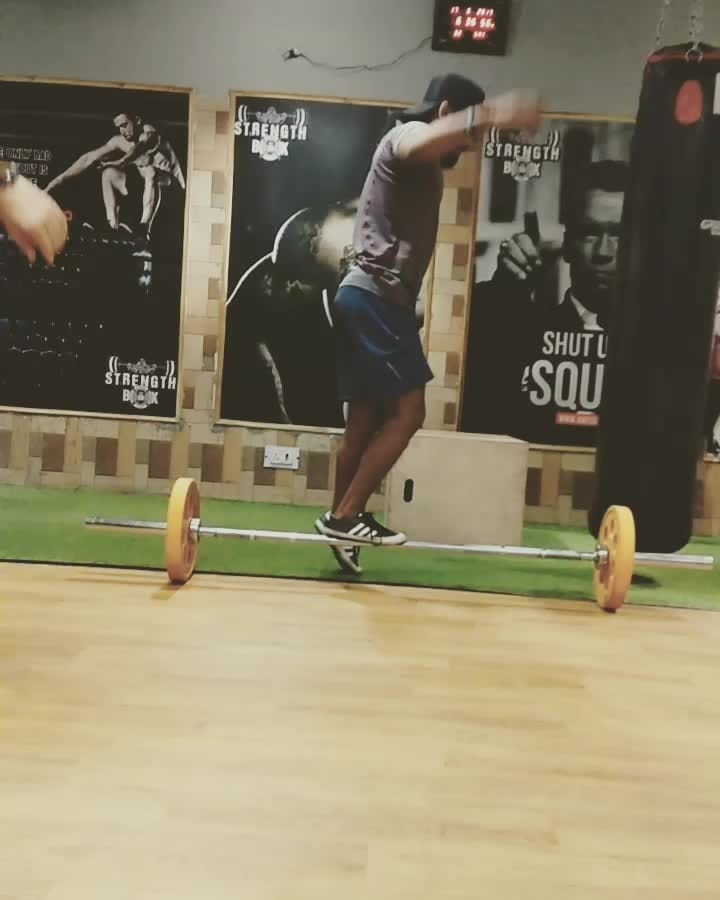 pistol squats  my way  #balance  #balancing  #squats #workout #crossfit #gym #fitness #pistolsquats #strength #exercise #legs  #strong #menshealth #lifestyle  #healthy #fitlife #roposoblogger #training #bboy