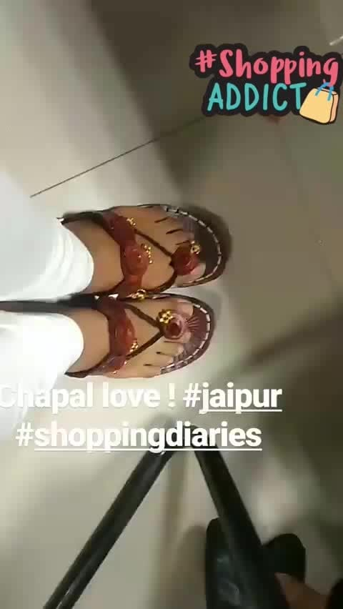 In love with my new #chappals  that I got from #jaipur 😻😻 they are hand made and have these tiny tiny #ghungroos attached to it!!!  let me know if you like them 👸👸👸 #sopretty #jaipurdiaries #blogger #ropo-style #love #shoppingadict #footwear #indian #indiantradition #travel #boomerang #shoppingaddict