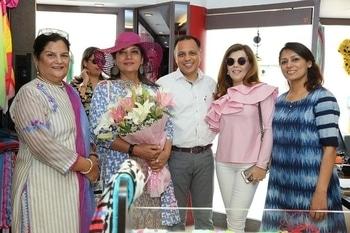 The dynamic Shabana Azmi visited the Shingora flagship store in Ludhiana today. She was welcomed by Founder, Mrs Mridula Jain, Mr Amit Jain along with Divya Dhanda.  #shabanaazmi #scarvestyle #stores #stoles & scarves #bollywoodstyle #fashion