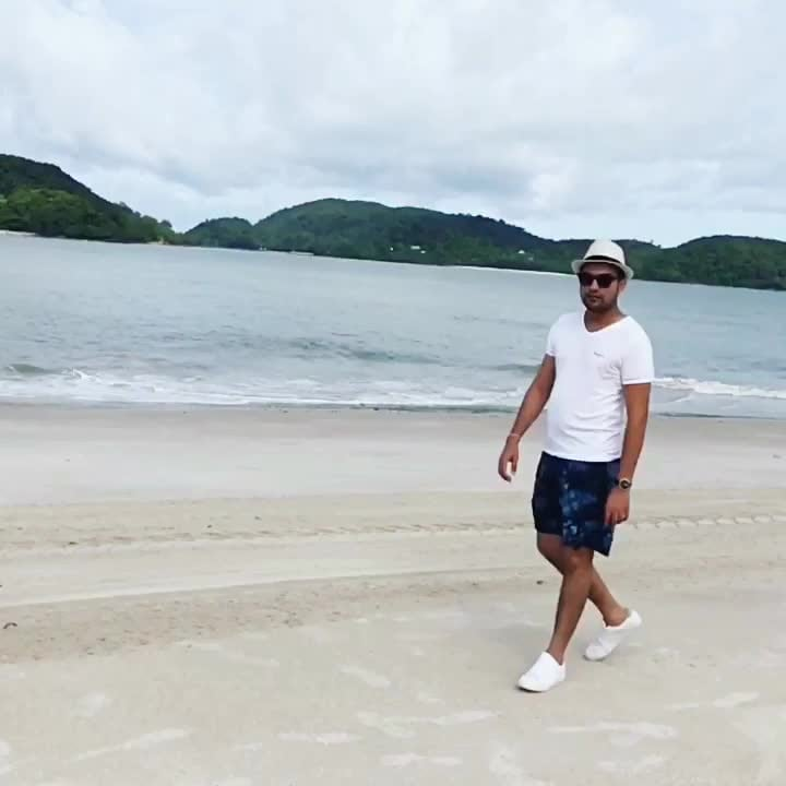 Kings walk.... 👑  #truman #menfashionglobal #mensfashion #fashionblogger #menfashion, grooming,  fashiom trends and groomimg #fashionblogger #delhi #beach #zara #mensstyle #travel #travel-diaries #travelbloggerindia #travel-diaries #malaysia #langkawi #coollook