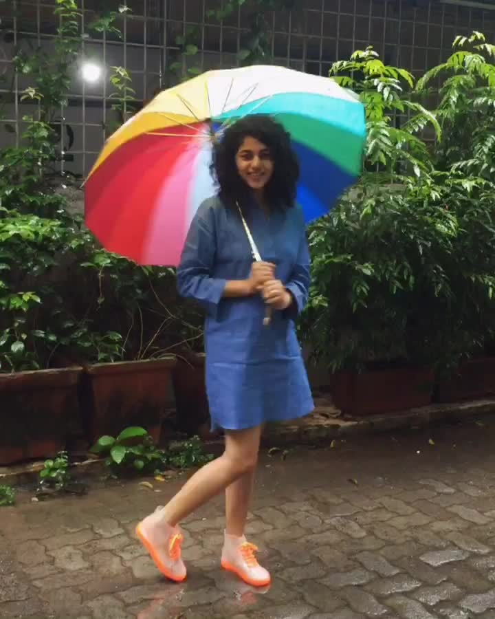 When it rains on u... Put on ur rain boots and go splash in a puddle!!! #monsoonstyle #gumboots #rainyday #mumbaistyle #mumbairains #pinkpeppercorn #roposo #roposolove #roposotalks #soroposo