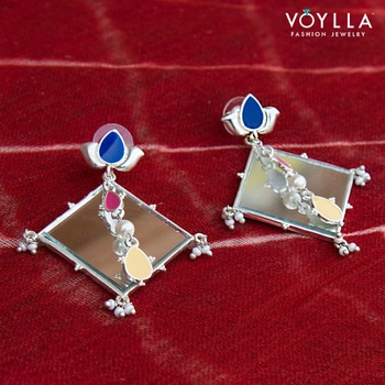 The intricacy of the beautiful tie and dye craft has been brought out in our Bandhej Collection! Shop here: bit.ly/BandhejCollection  #voylla #BandhejCollection  #jewelry #jewelrylover #crafts #Rajasthan #soroposo #roposolove #roposolovers #potd