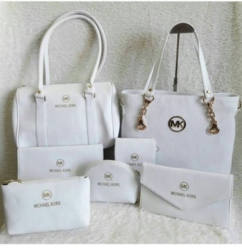 Michael kors  BAGS AVAILABLE IN 5 COLOURS 7 bags QUALITY NEXT TO ORIGINAL  PRICE - 2200 - ( FREE SHIPPING )  TO BUY DIRECT MESSAGE OR WATSAAP 9999142594 #aroundtheworld #instagram #delhi #chennai #kolkata #mumbai #instagood #instadaily #fashion #girls #girlstyle #glam #branded #candybag #instagramhub #classy #brandedproduct #original #travelling #traveller #american #paris #england #italy #rome #singapore #meridukaan #blogger #ropo-style