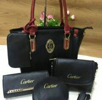 Cartier  BAGS AVAILABLE IN 5 COLOURS QUALITY NEXT TO ORIGINAL  PRICE - 2200 - ( FREE SHIPPING )  TO BUY DIRECT MESSAGE OR WATSAAP 9999142594 #aroundtheworld #instagram #delhi #chennai #kolkata #mumbai #instagood #instadaily #fashion #girls #girlstyle #glam #branded #candybag #instagramhub #classy #brandedproduct #original #travelling #traveller #american #paris #england #italy #rome #singapore #meridukaan #blogger #ropo-style