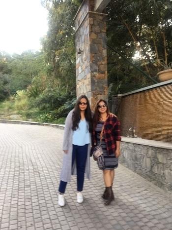 Gigi to my Bella! #roposolove #vacation #udaipur #traveldiaries #rajasthan #winterstyle #fashion #bloggergirl #verifyingvogue #casuals #bff
