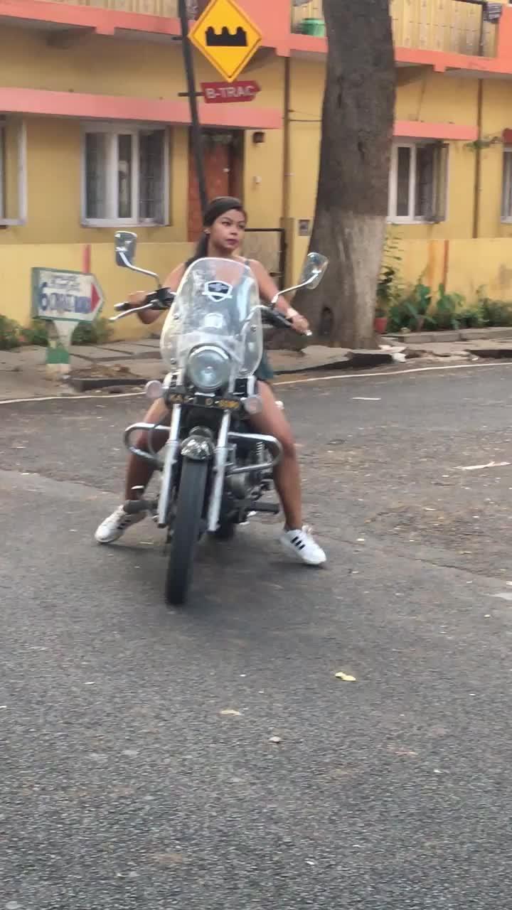 Early Morning Avenger Ride ❤️  #biker #adventure #avengerrides #bangalorefashionblogger #travelblog #travel-diaries #soulfulsafarnama #wandelust #biking #bikeride #bold #travelgram #soroposolove #soroposofashion  #bikes
