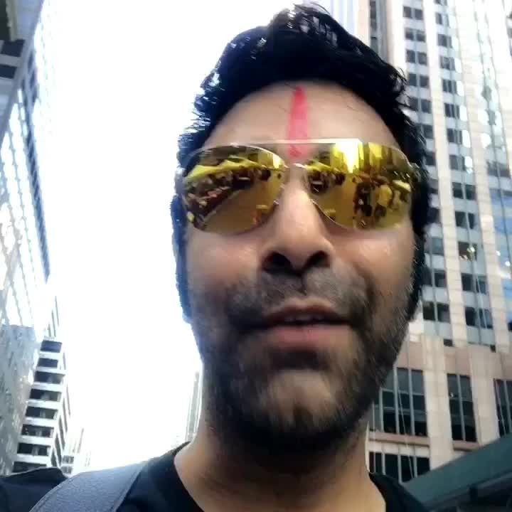 In New York City... finally relaxing between super hectic workshops and show schedule.. I managed to squeeze out time to walk the street of one of my most fav places in the world.. sure u all will agree that the energy n positivity that NYC has is extremely contagious.. #fun #nyc #festival #bollywoodstar #dance #dancer #breaktime #walking #newyork #street #bestcity