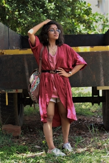 Roses and Thorns // Styling my kimono with a waist belt and a summery tank and shorts upgrades the outfit to more than your lounging clothes. Check out the full story on  https://adesipraheli.wordpress.com/2017/08/22/roses-and-thorns/  #styleblogger #fashionbloggerindia #outfitpost #poetry #forever21 #summeroutfit #pink #conceptual