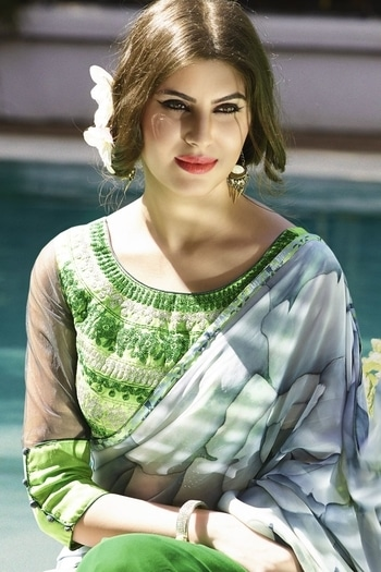 #blouse #blousedesign #embroiderywork #trendyblouse #greenblouse #partywearblouse #printedsaree #printedsarees #halfsleeves  #modelling- #model #blogger #greenblouse #heavyblouses #collection #latestarrivals #trendycollection   For More Detail Click Hear -->  https://goo.gl/jPpciN