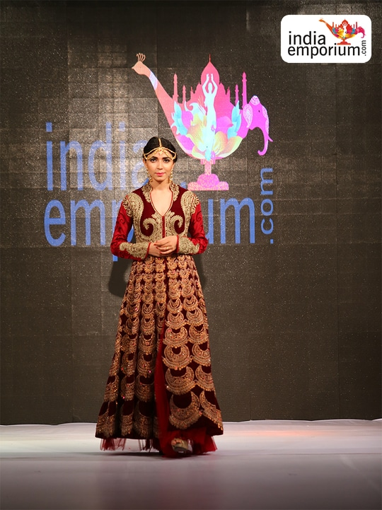 Indiaemporium organized and presented range of options. From clothing to accessories, traditional to western, there is little that you will not be able to find at India Emporium. What makes this fashion portal truly unique is the fact that people can get their clothes custom made – talk to the designers and pick out the fabric of your choice, choose a design that you have always wanted and then even get your dream embroidery on the outfit. Once the attire has been created, it will sent to your doorstep.