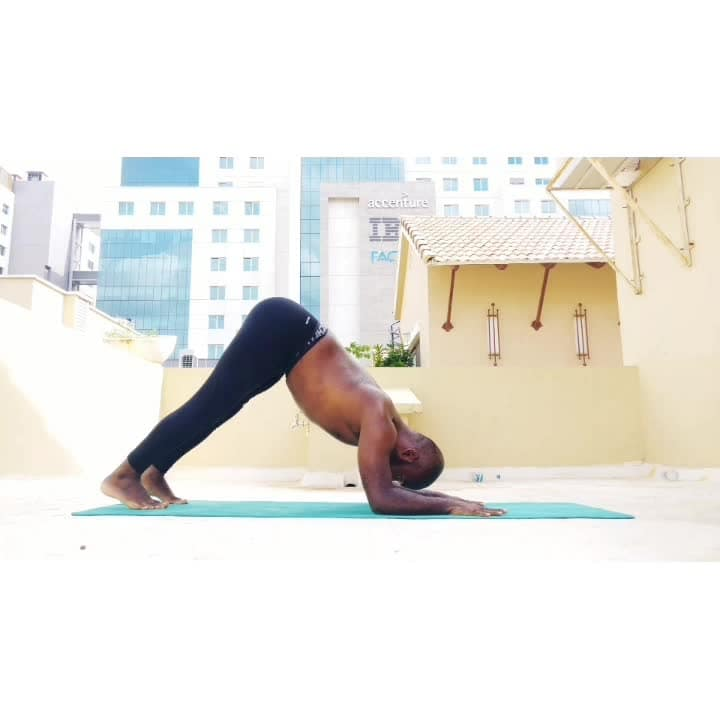 transition to Eka Pada koundinyasana 2 from headstand challenges ones sense of balance and control. the arm balance is one of unequal weight distribution and breath and focus are crucial for it.   this is an advanced transition, please try it only if you have a very strong headstand and arm balance practice ✨ . . #yoga #yogachallenge #yogafitness #fitness #fitnessfreak #fitnessmotivation