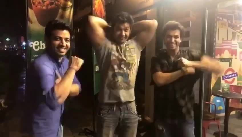 #one for #all  All for one 😉 The Three #musketeers thinking 💭 about #indoorworkout 💪🏻🤣😄 @malharpandya9 @viineetkumar007  @sharadmalhotra009  #videocredit  @bishtpooja  #laughingcredit & #clapping #credit 😂 @priyapatidar  #instavideo #vivavideo #friendsforever #friendshipgoals #funny #moments