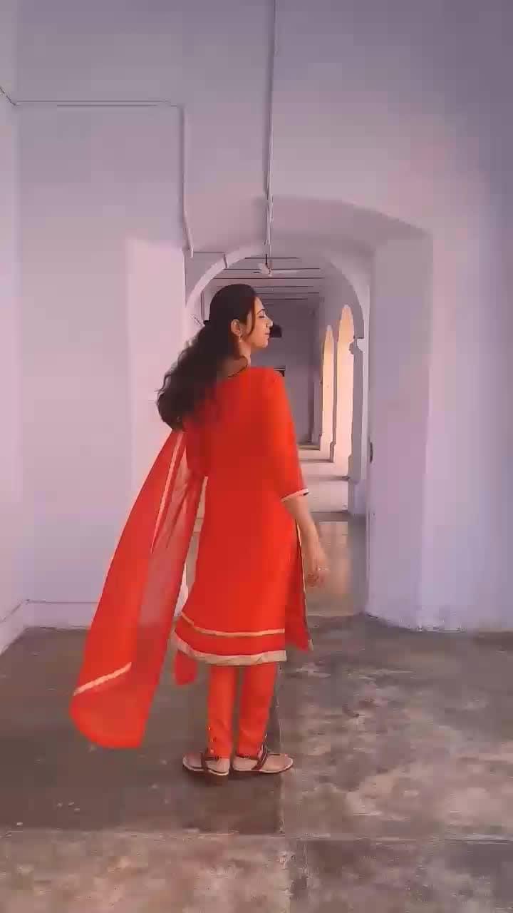 #suitswag #desilook #indianattire #ethnicwear #indiansuits #tenusuitsuitkarda #ethnicvibes #lifestyleblogger #fashionblogger #ootdshare #ootd #lookbook #fashioninfluencer #roposome #nayaabcollection (Fb page)