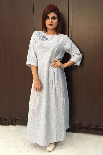 Cotton Dress In Grey And White Colour Product Code : DR2600020  Price : Rs2,659  Fabric:Cotton Color :White Grey Size  :42 40 38 36 Work  :Stripe Style :Dress Content:Dress #Stylingoutfit#trending#Elegance#ninecolours#instafashion#fashion#indianwear#ethnic#womenfashion#ladiesfashion#trendingnow#Mumbai#indianstreetfashion#green#embroidery#instagood#ootd#womenswear#ladieswear#buyonline#onlineshopping#instagood#lehengacholi#lehengasaree