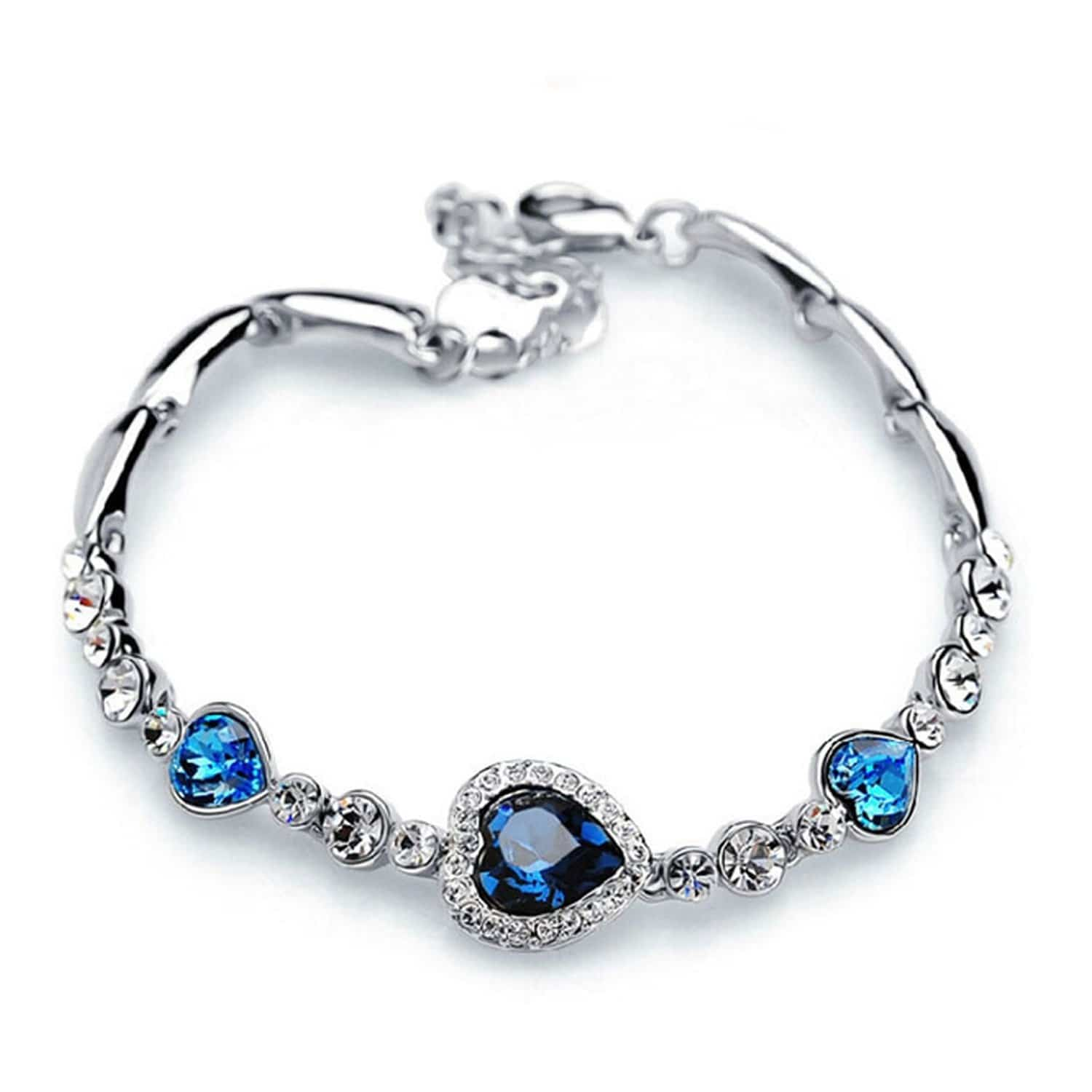 #Magnificent and #classy, that's how we describe it! #heart #bracelet #heartbracelet #romantic #gift #giftsforher #giftingideas #giftinggoals #love #youngandforever #crazeemania #youngandforeverromanticacollection