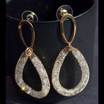 Embellished Mesh Earrings  Shop Now : http://bit.ly/2wYyk4I  #be-fashionable #ropo-love #trendy #fashion #designer #beauty #fashionblogger #followme #newdp #roposo #love #soroposo #blogger #wordpower #fleaffair #crystalearrings #earrings #jewelry #jewelmaze  #earringsogtheday #jewelrylover