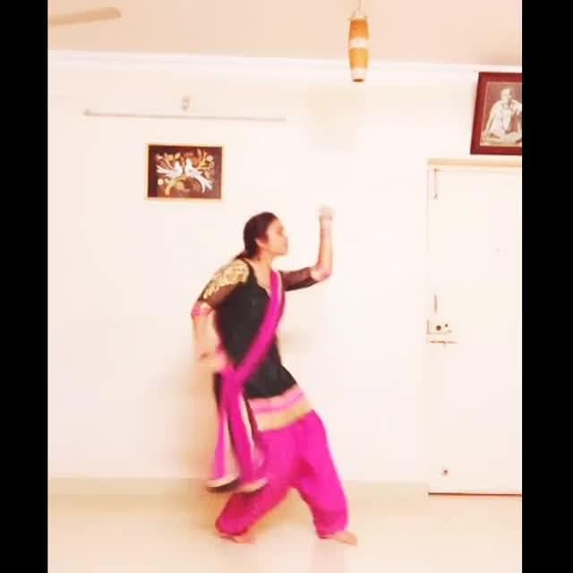 This wedding season, taking you back to the memories of dancing to this All Time Classic Hit, with her pure performance!  Dance: Pradnya Parrikar Style: #Bollywood Music: Mere Haatho Mein | Lata Mangeshkar  FOLLOW @DANCENINSPIRE FOR MORE DANCE VIDEOS.  #chandni #sridevi #rishikapoor #latamangeshkar #legends #tribute #merehaathomein #bollywooddiva #dance #dancers #lovetodance #oldisgold #choreographers #classics #evergreen #80s #lovetodance #dancelovers #dancemove #dancelife #weddingfun #weddingdance #weddingchoreography #sangeetnight #sangeetchoreography #marriage #weddingseason #sangeet #danceninspire