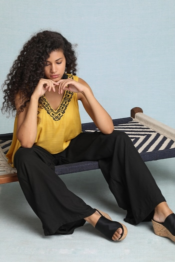 This embroidered V-neck jumpsuit is the perfect interpretation of #colorblocking! The yellow flared bodice has a lovely contrasting embroidery on the neckline and an overlap at the back... It has all the potential to become your favourite go-to outfit! #bohofashion #boholife