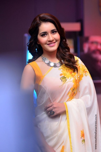 Raashi Khanna attended the audio launch event of her upcoming Malayalam movie Villain wearing a white floral printed saree paired with contrast yellow blouse by Picchika by Urvashi Sethi . Statement floral choker from Amrapali Jewels and wavy hair rounded out her look! http://www.southindianactress.co.in/telugu-actress/raashi-khanna/raashi-khanna-villain-movie-audio-launch/ #raashikhanna #southindianactress #teluguactress #tollywoodactress #actressinsaree #indiansaree #saree #floral #floralsaree