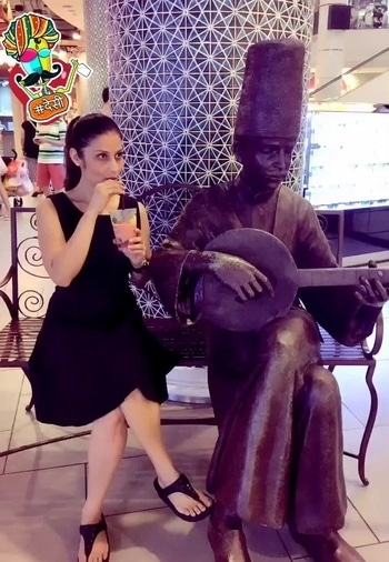 That's my idea of a date.. Live Music & Wine at #Bangkok 😀😀😀 Naaaaah no alcohol during #navratri , just the good old fashioned Mixed Berries, Pineapple, Banana, Carrot & Dragon Fruit #smoothie..  who wants the recipe?  Just drop me a comment below💋💋💋 Love M. #ChefMeghna #Smoothies #Travel #Explorer #tripadvisor #food #foodies #explore #desi