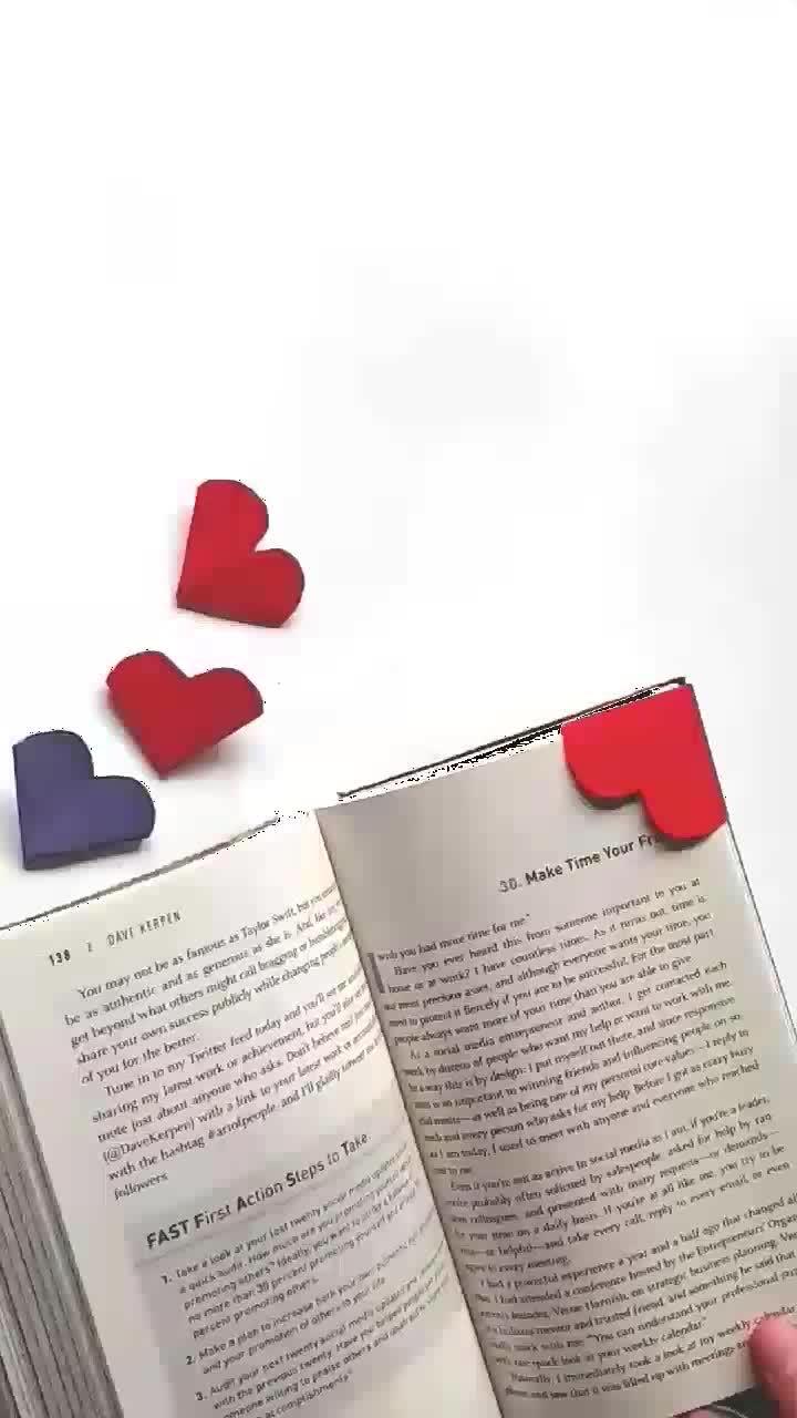 DIY: Heart Bookmark #diy #doityourself #bookmarks #littlehearts #heart #love