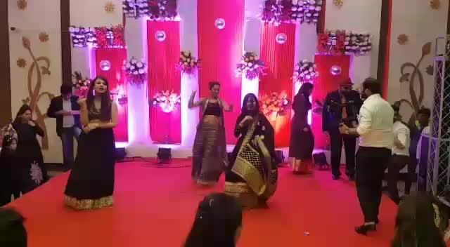 Sangeet Dancing! #roposotalenthunt #dance #dancer #sangeet #multitalented #writer #blogger #fashionblogger #indianfashionblogger #fashionbloggerindia #soroposo #roposolove