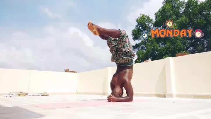 Monday Reloaded  . . . transition headstand -> forearm wheel -> headstand -> lift to pincha  . . . ____________________________________ #roposotalenthunt #mondaymotivation #mondaymood #fitnessmotivation #yoga #yogachallenge #yogalife #yogaeveryday #yogalover #fitness and yoga #monday