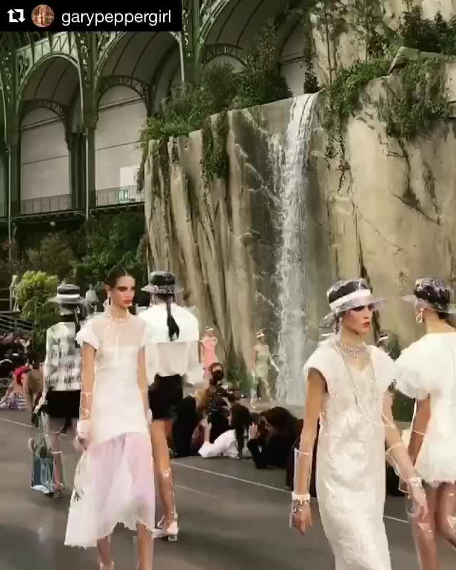 A beautiful collection by #chanel spring summer 2018