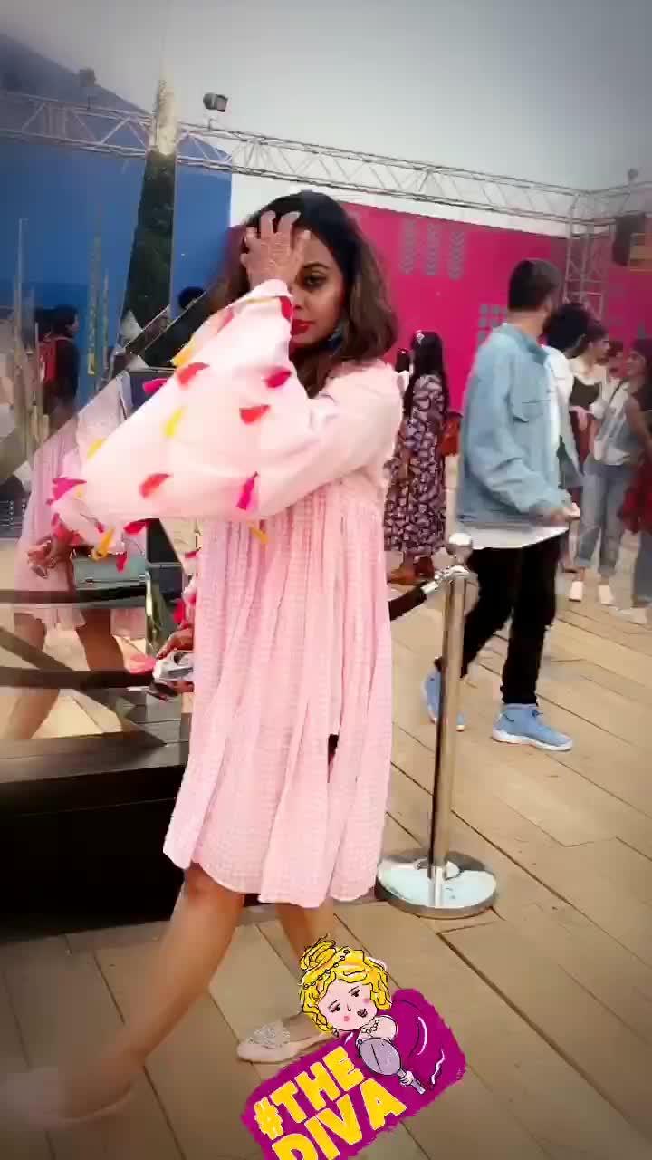 Dolled up in @samant_chauhan   #aifwss18 #amazonindiafashionweek #fashiongurus #delhibloggergirl #summer-fashion #fashionbloggerdelhi #classifiedbird #thediva