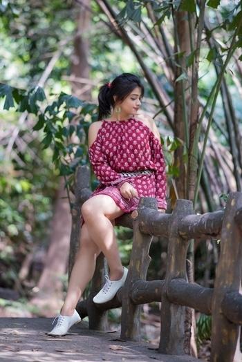 Got this Maroon cold shoulder dress from jabong (evah london) and paired with those beautiful maverick earrings from ethnicity !  #bohostyle #boho #maroondress #coldshoulderdress #styleblogger #styleblog #fashionenthusiast #fashionphotography #fashionblogger #jabongindia #roposofashion #instagood #indianblogger #bohemian #bohochic #instafashion #streetstyle #stylefile