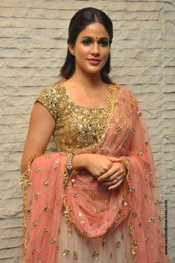 Lavanya Tripathi picked a half white, peach and gold embellished lehenga by Mrunalini Rao for the Vunnadhi Okate Zindagi Pre-Release Function. The sober lehenga was enhanced with delicate jewelry. http://www.southindianactress.co.in/telugu-actress/lavanya-tripathi/lavanya-tripathi-vunnadi-okate-zindagi-pre-release/ #lavanyatripathi #southindianactress #teluguactress #tollywoodactress #tollywood #indianactress #lehenga #lehengacholi #weddingdress